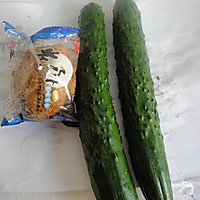 皮蛋拍黄瓜的做法图解1