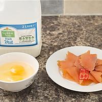 【曼步厨房】快手早餐 - 烟熏三文鱼蛋饼的做法图解1