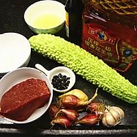 #多力金牌大厨带回家# 金牌豉汁凉瓜炒牛肉(复刻版)的做法图解1