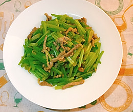 #餐桌上的春日限定#芹菜炒肉丝的做法