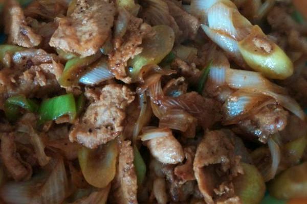 孜然葱炒肉(少不了的快手菜哦)的做法