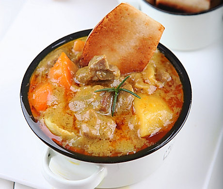 咖喱羊肉配香煎馒头片