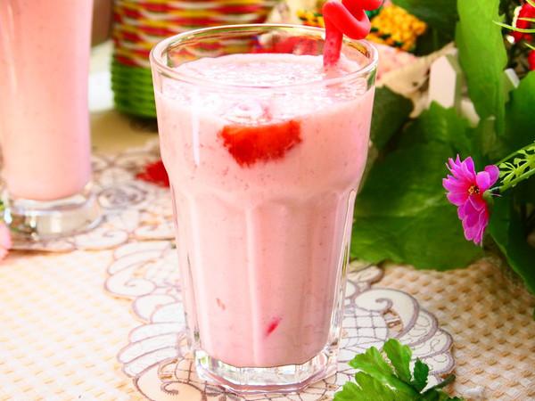 草莓奶昔的做法