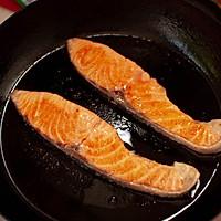 盐味煎三文鱼-禁欲系日式料理,巧用盐烹煮食物的做法图解4