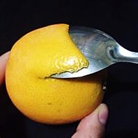 两种方法巧剥橙子的做法图解1
