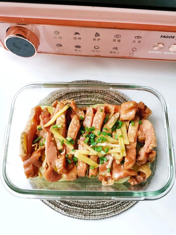 懒人菜—腊鸡腿蒸土豆的做法