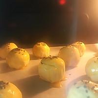 懒人自有妙计:红豆沙蛋黄酥 &紫薯肉松蛋黄酥(蛋挞皮版)的做法图解12