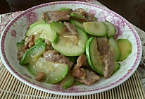 清爽快手菜:西葫芦炒肉片的做法