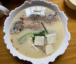 白鲫鱼汤的做法