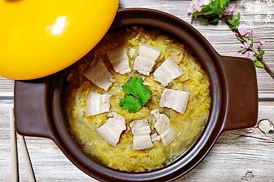 酸爽解腻:酸菜汆白肉