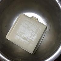 白玉镶金之煎嫩豆腐的做法图解1