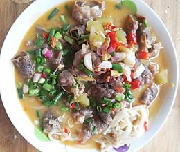 好吃懒做——金针菇酸汤肥牛的做法
