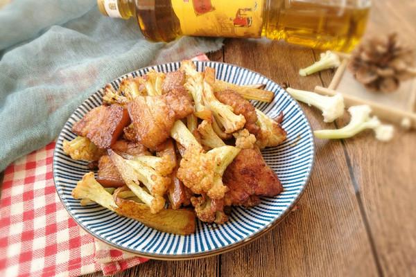 五花肉烧花菜#金龙鱼外婆乡小榨菜籽油 最强家乡菜#的做法