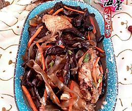 鸡翅宽粉炖红蘑的做法