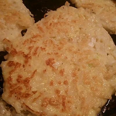 巧做剩饭之——香煎面条鸡蛋饼的做法 步骤5