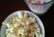本晴家的香脆爆米花与牛奶草莓的做法