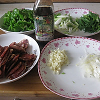 超级下饭菜——青椒炒腊肠的做法图解2