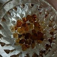 红枣枸杞银耳莲子桃胶牛奶羹的做法图解4