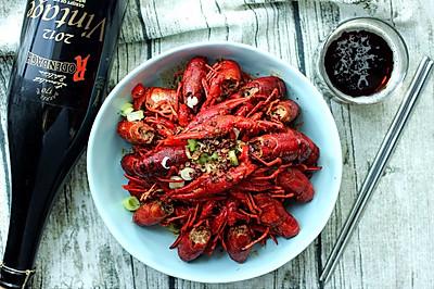 夏季夜宵不可缺少的香辣小龙虾