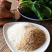 红薯菠菜糙米饭的做法图解1