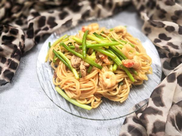 蒜苔鲜虾烩意大利面的做法