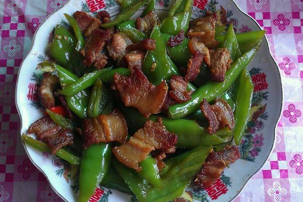 五花肉炒尖椒的做法