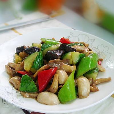 黄瓜炒杂菇