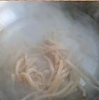 韭菜炒魷魚的做法圖解2