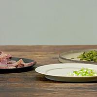 咸肉雪菜炒蚕豆|美食台的做法图解2