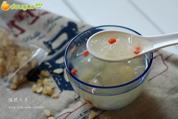 【雪莲子银耳糖水】润肤养颜、润燥美白的双润美容甜汤的做法