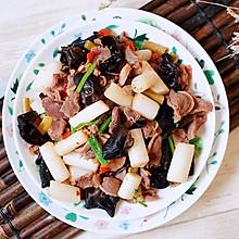 开胃下饭的藕带剁椒炒鸡胗