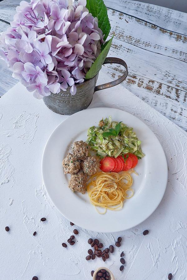 牛肉丸意面沙拉的做法