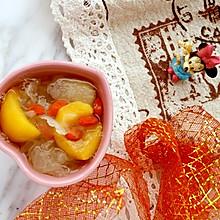 """#美食说出""""新年好""""# 枇杷雪梨银耳羹"""