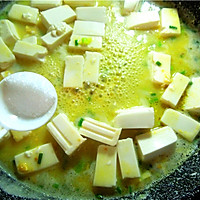 金汤虾仁豆腐羹:有内容有颜值的虾仁咸蛋黄豆腐羹的做法图解13