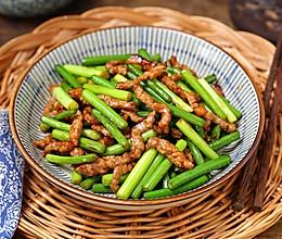 #福气年夜菜#牛肉丝炒蒜苔的做法