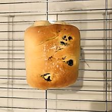 消耗淡奶油的蔓越莓面包卷