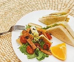 #换着花样吃早餐#牛油果酱三明治简餐的做法