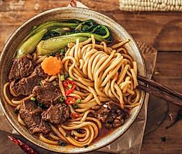 第一次做麻辣牛肉面,一口气吃两碗好吃的做法