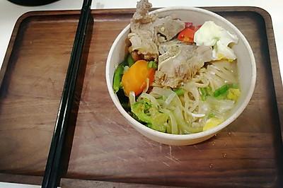 洋蔥豬肉時蔬麵