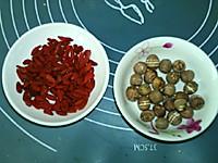 #硬核菜谱制作人##一人一道拿手菜#枸杞莲子汤的做法图解1