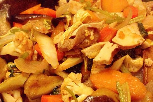 猪肉杂菜焖锅的做法