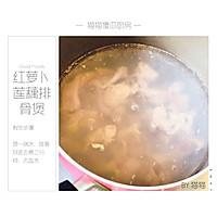 红萝卜莲藕排骨煲的做法图解2