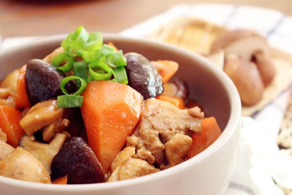 香菇炖鸡腿  营养师小菜妈妈的做法