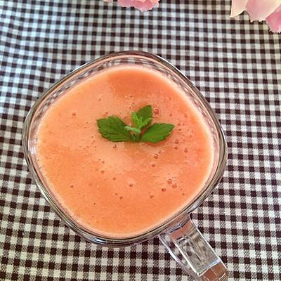 夏日美白营养饮品──鲜榨番茄汁