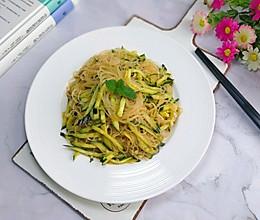 #做道懒人菜,轻松享假期#黄瓜拌粉丝的做法