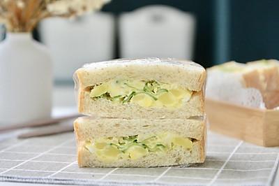 土豆泥沙拉三明治