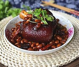 #钟于经典传统味#肘子焖黄豆的做法