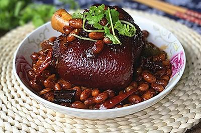 #钟于经典传统味#肘子焖黄豆
