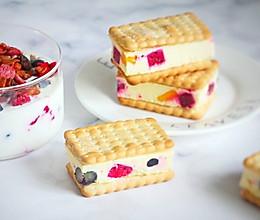 欧美网红冰淇淋三明治(苏打饼版)的做法