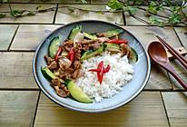 #冰箱剩余食材大改造#葱香黄瓜炒肉盖浇饭的做法